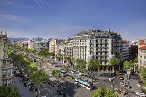fotografía del paseo de gracia representativa del turismo de calidad en Barcelona